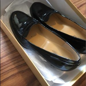 New Michael Kors patent leather heeled loafers ❣